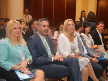 Vlada Srpske izdvojila 11 miliona KM za stipendiranje najboljih studenata