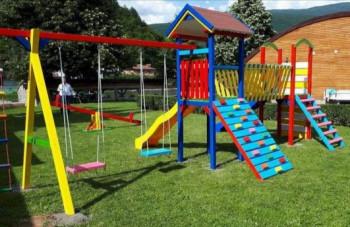 Билећа: Нови пројекат неформалне групе младих - изградња још једног дјечијег игралишта