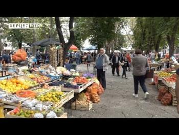 Na trebinjskoj pijaci odlična ponuda, ali manje kupaca nego prethodnih godina (VIDEO)