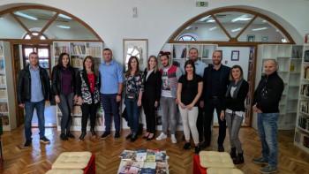 Ujedinjena Srpska poklonila knjige Narodnoj biblioteci