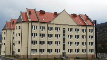 Foča: Ispred studentskog doma napravljen teren za košarku