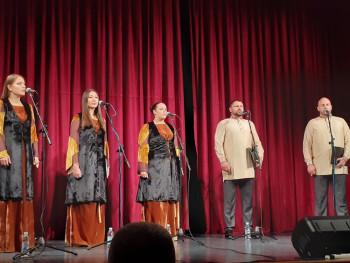Аплаузима и емоцијама праћен наступ 'Србских православних појаца'