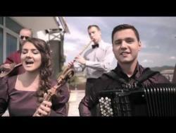 ONI SU ČUVARI SRPSKE TRADICIJE: Uz gusle otpevali pesmu Deda i unuk! (VIDEO)