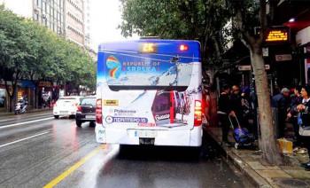 Autobusi sa ljepotama Srpske krstare grčkim ulicama