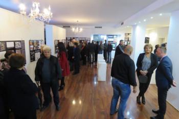 Nevesinje: Povodom Mitrovdana otvorena izložba fotografija o stradanju Srba u proteklom ratu