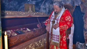 Владика Атанасије богослужио у манастиру Острог