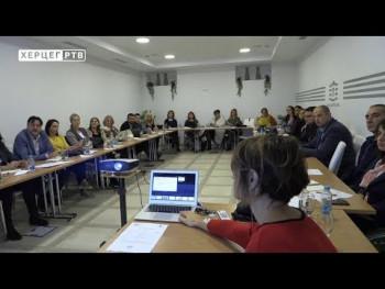 U Trebinju održan dijalog o kvalitetnom obrazovanju (VIDEO)