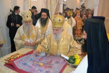 Patrijarh Irinej osveštao obnovljeni hram u Kućancima