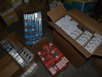Foča: Oduzeto 18.500 paklica cigareta bez akciznih markica