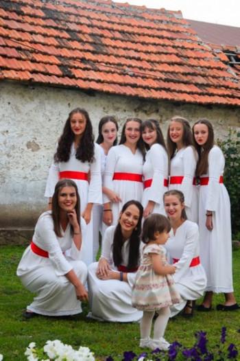Etno grupa Simonida i Crkveni hor kralj Milutin proslavili krsnu slavu