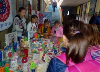 Mali humanitarci u akciji: Prodajni bazar za pomoć drugarima