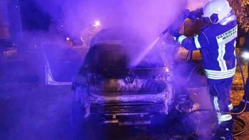 BUKTINJA PROGUTALA 'GOLF': Vatrogasci spriječili širenje vatre na ostala vozila i objekte