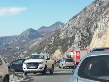 Аутомобил слетио у провалију на путу Цетиње–Будва; погинуле двије особе