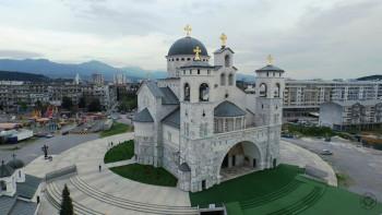 Liturgija i sabor sveštenstva i monaštva ispred skupštine