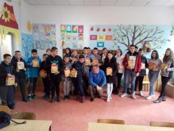 Novogodišnji paketići iz Rusije obradovali fočanske osnovce