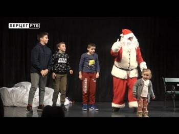Predstava 'Novogodišnja zavrzlama' oduševila mališane (VIDEO)