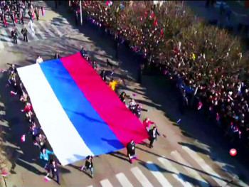 Veličanstven prizor - studenti nose veliku zastavu Srpske