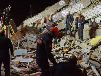 Број жртава земљотреса у Турској повећан на 31