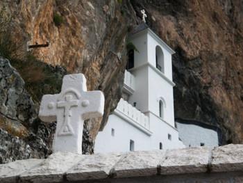 Za skoro 70 odsto građana - Zakon predstavlja otimanje srpskih svetinja