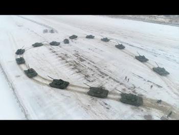 Tenkovi oblikovali srce dok je ruski vojnik prosio djevojku (VIDEO)