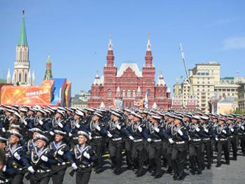 На паради у Москви маршираће и српски војници