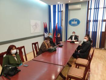 Gradonačelnik Ćurić razgovarao sa direktorima škola o izvođenju nastave na daljinu