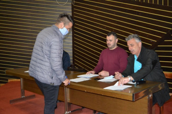 Opština Nevesinje sa prvom grupom studenata potpisala ugovore o stipendiranju