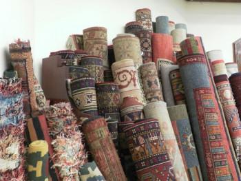 Вуна, синтетика, шаре, јарке боје... Како изабрати прави тепих