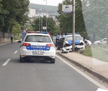Bileća: Policijskim autom u banderu