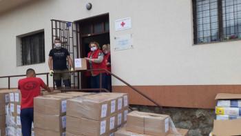 Foča: Paketi pomoći za 250 porodica