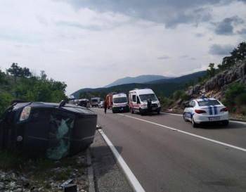 Подгорица: Судар аутомобила и аутобуса; Погинуле двије особе, десетак повријеђено
