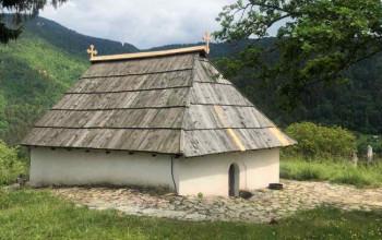 Mještani Rijeke popravili krov na najstarijoj fočanskoj crkvi