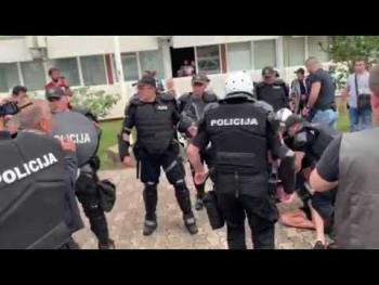 Policija u Budvi demonstrira silu (VIDEO)