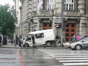 Težak udes kod zgrade Vlade Srbije u Beogradu (FOTO)
