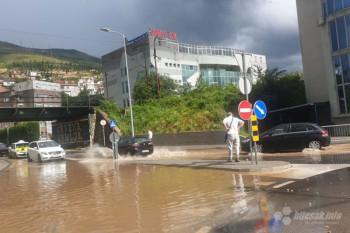 Snažna oluja pogodila Mostar: Razbacane bašte, poplavljene ulice, odroni