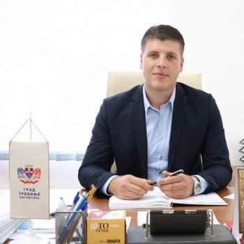 Bojan Šapurić podnio ostavku na sve funkcije u DNS – u i istupio iz članstva partije