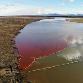 У Русији исцурило 44,5 тона горива у Арктик