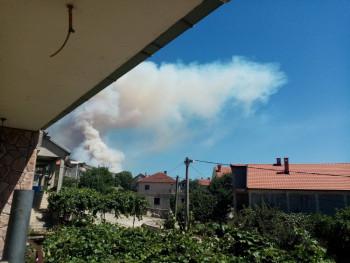 Пожар на Бањевцима , ватра близу кућа