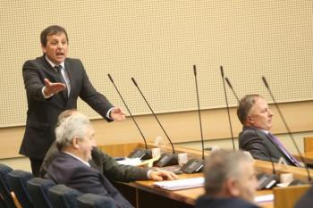 Vukanović nazvao srpsku borbu devedesetih suludom, Dodik mu žestoko odgovorio