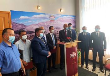 Potpisan koalicioni sporazum: Devet stranaka podržalo kandidaturu Mirka Ćurića
