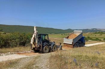 Opština Nevesinje završava nasipanje lokalnih puteva
