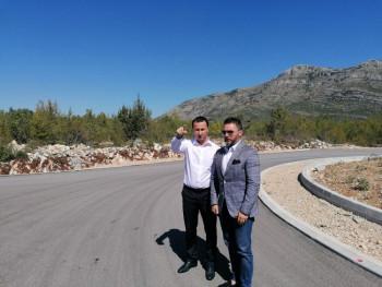 Ćurić i ministar Košarac obišli lokaciju buduće Slobodne zone u Trebinju (FOTO)