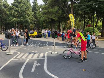 Trebinje: Postavljanjem simulatora prevrtanja, kose ravni i dječijeg poligona obilježena Evropska sedmica mobilnosti (FOTO)