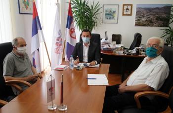 TREBINJE – Prvi u regionu – Ćurić najavio da Gradska uprava otvara prodavnicu za penzionere sa velikim popustima