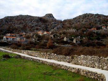 Stanovnici srpskog povratničkog sela Šćenica konačno dobili asfalt