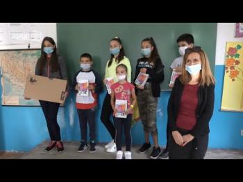 Učenicima Osnovne škole u Lastvi donirano pet tableta i dva lap top računara (25.09.2020.)