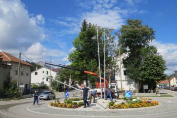 Nevesinje: Puštena u rad javna rasvjeta na kružnom toku kod zgrade opštine