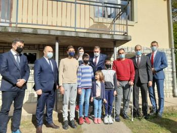 Dodik u posjeti sedmočlanoj porodici Jovanović: Djeca su naša budućnost (FOTO)