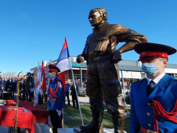 Otkriven spomenik Novici Gušiću; Veliki dan za Nevesinje i Srpsku