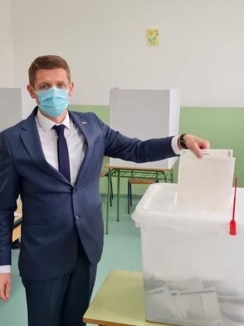 Milinković vodi Radmilovića – Razlika 400 glasova